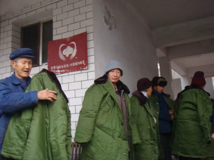 拥军优属 固我长城 正大制管向革命老区捐赠军大衣